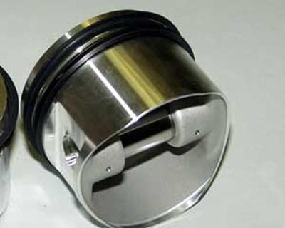Schmiedekolben mit Ringen und Bolzen (Omega)