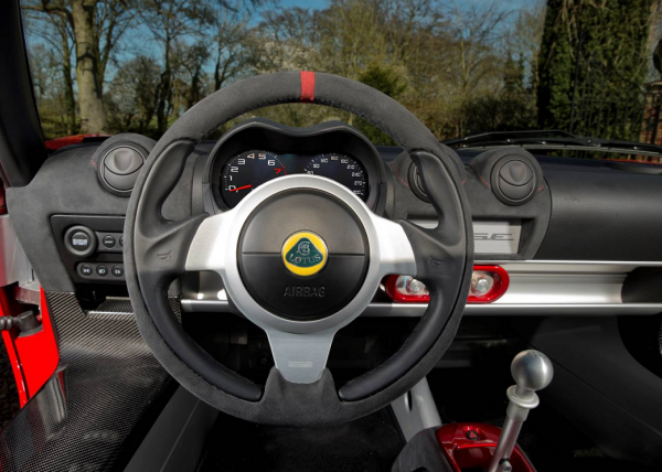 Sport steering wheel for cars with airbag